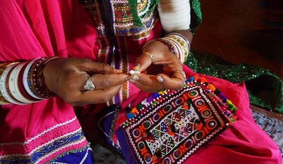 kutch embroidery gujarat textile handicraft