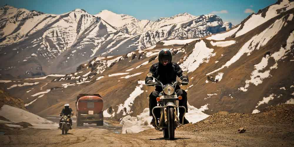 Traveling to Leh from Manali by bike