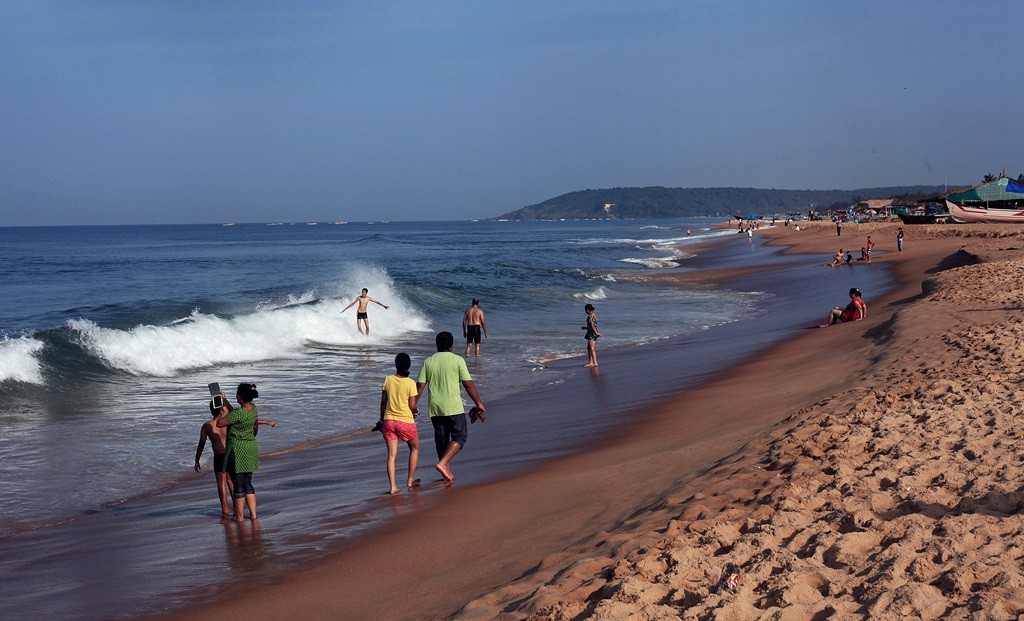 candolim beach of north goa